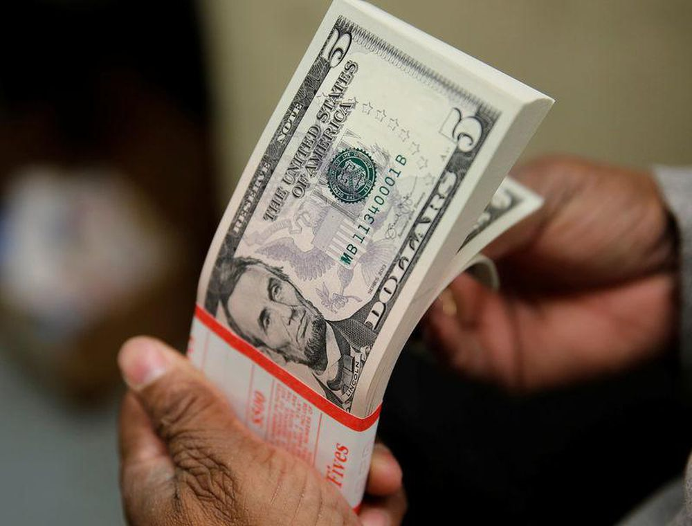 Tỷ giá ngoại tệ ngày 1/5: USD mất giá nghiêm trọng